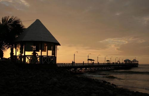 atardecer-muelle-huanchaco